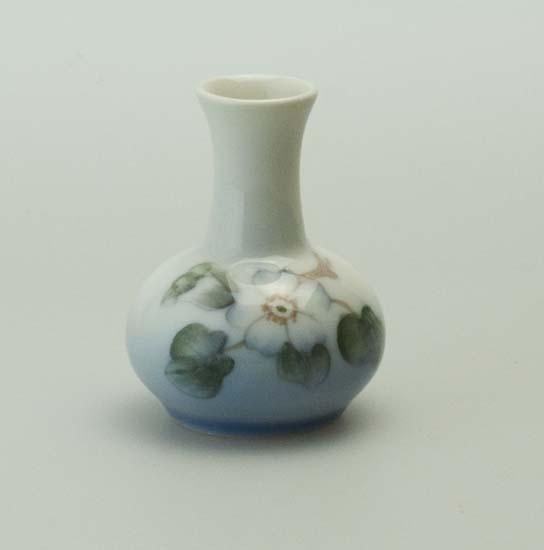 Style And Design Miniature Royal Copenhagen Vase 863 1258